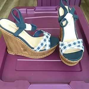Blue and white plaid wedges